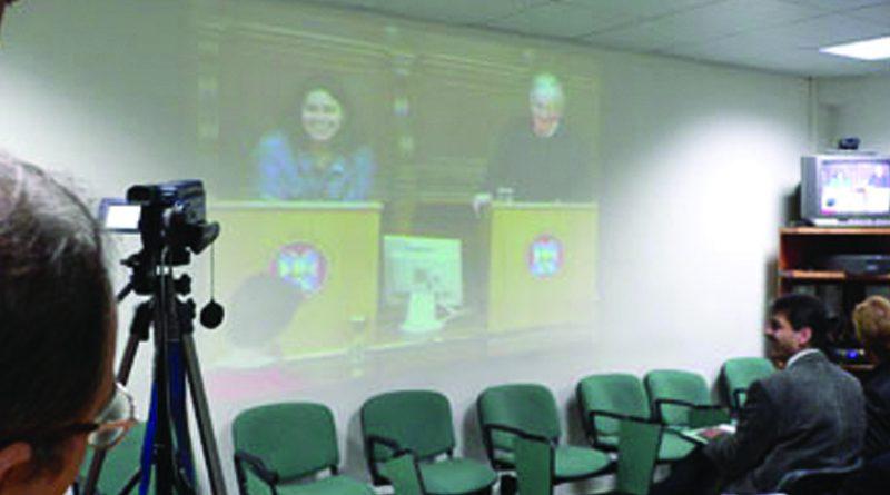 تشومسكي يحاضر أمام طلبة ومدرسي النجاح